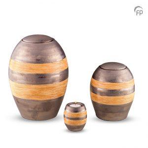 Keramische urnen, grijs met oranjekleurige decoratie banden.