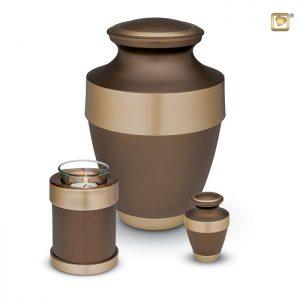 Messing urn, bruine matte lak met goudkleurige messing band