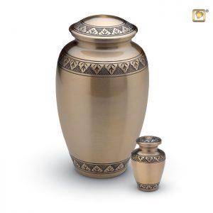 Messing urn, matte goudkleur met bladgravure