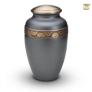 Messing urn grijs matte lak met goudkleurige messing band en bloemdecoratie
