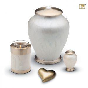 Messing urn Simplicity Pearl, wit met geborstelde gouden messing deksel en voet